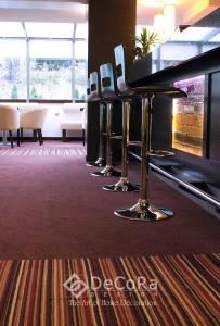 rideaux-hotels-moquette-anti-feu-bar-lounge